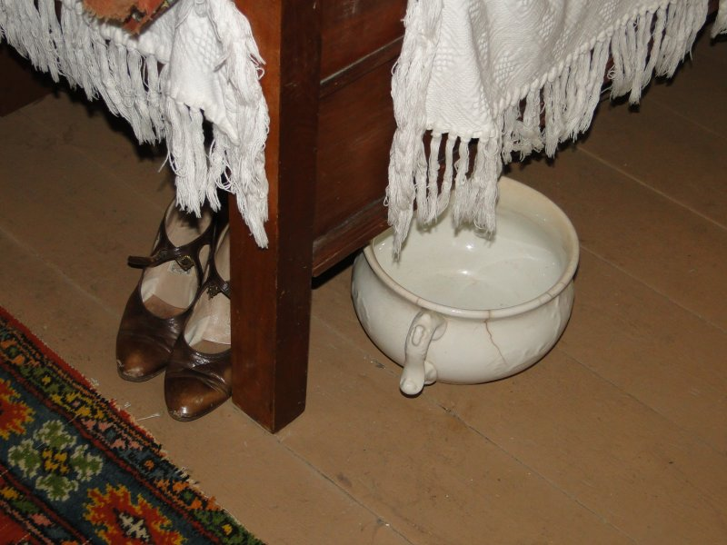 Shoes-chamber-pot